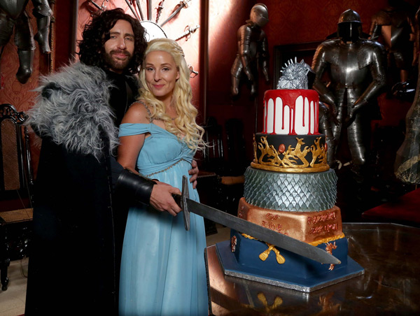 Game-of-Thrones-Wedding-Cake-Cut