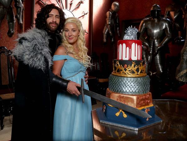 Game-of-Thrones-Wedding-Cake-Cut