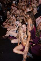 Adrianne_Curry_leia-golden-bikini