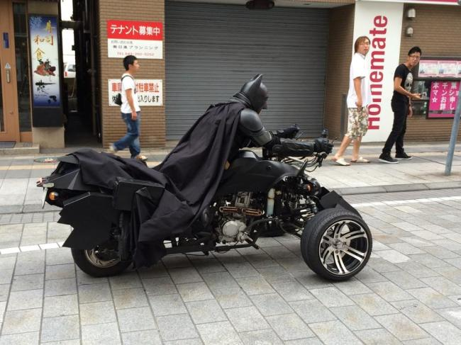 batman-exists-he-was-spotted-driving-a-batpod-on-a-japanese-highway-photo-gallery_5