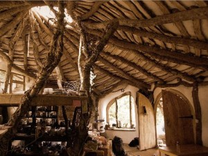 Hobbit-house-inside-rustic