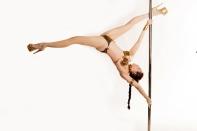 slave_leia_pole_dance_01