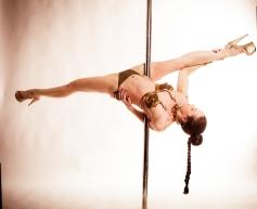 slave_leia_pole_dance_03