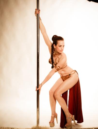 slave_leia_pole_dance_05